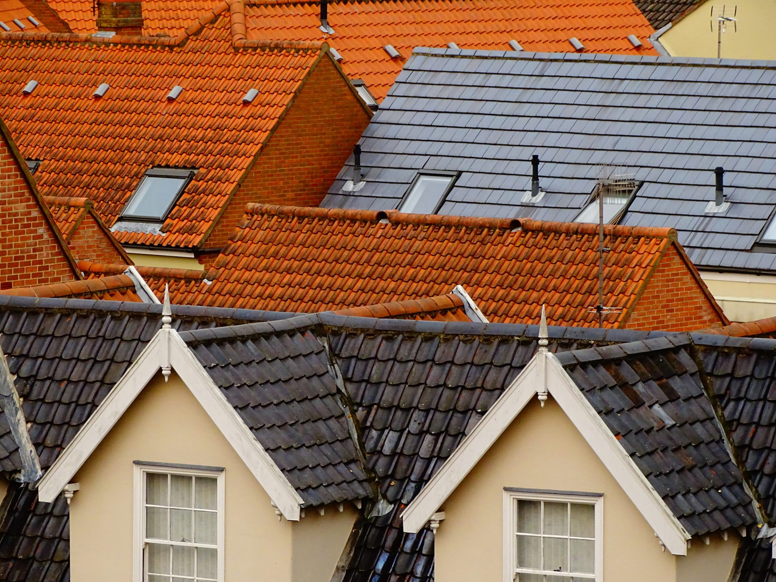 The Need to Get a Roofing Contractor for Roof Repairs and Replacements